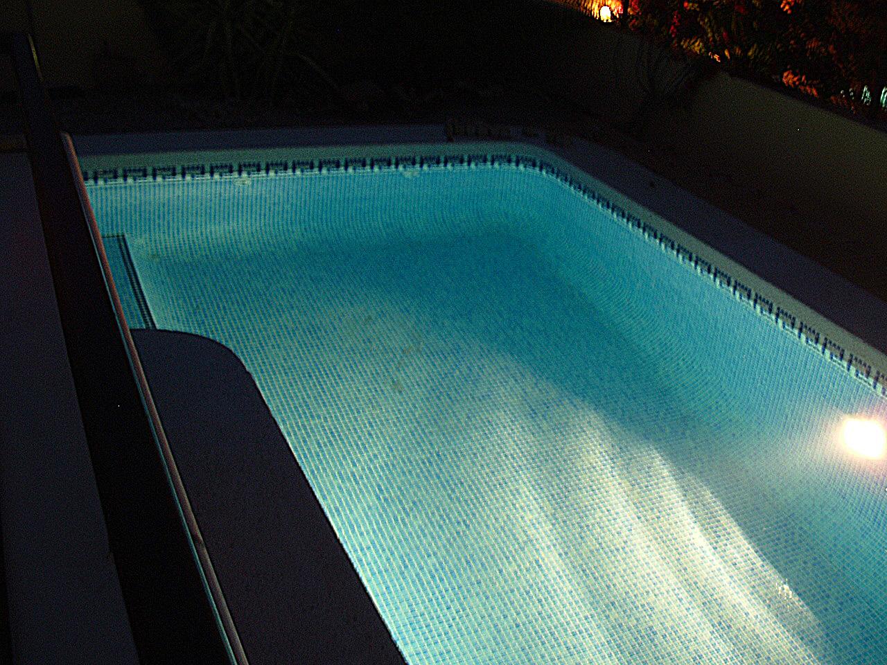 The villa villa marissa for Late night swimming pools london